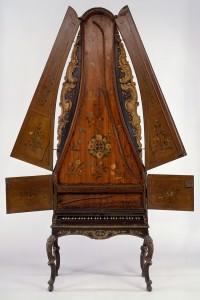 Clavicytheria - pionowy klawesyn z XV wieku z dwoma zestawami strun.